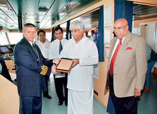 Colombo Handles Largest Container Vessel