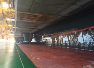 GAC's HullWiper cleaning Maersk Ganges' hull