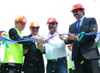 Krishnapatnam Port and HMM executives commemorate the start of the new ACS service