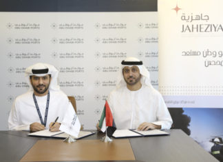 Jaheziya Managing Director, Jamal Mohamed Al Shamsi signing the MOU with his ADP counterpart, Captain Mohamed Al Shamisi