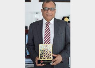 Eugene Mayne receiving the IBX Inspirational Leader award
