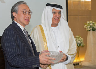 Eric Ip, group managing director, Hutchison Ports, and His Highness Sheikh Saud bin Saqr Al Qasim, Ruler of Ras Al Khaimah, mark the signing of the concession agreement