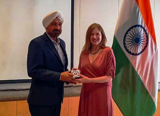 Ranjit Singh CEO of Essar Shipping receiving the AMVER award from Jennifer Larsen, Acting General Counsel of the US Consulate Mumbai