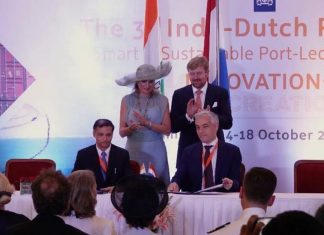 His Majesty King Willem-Alexander, Her Majesty Queen Máxima, Ashish Kumar Singh, Principal Secretary, Transport & Ports, Government of Maharashtra, and Edwin van Espen, Program Manager Port of Rotterdam International, sign the MOU during a recent trade mission