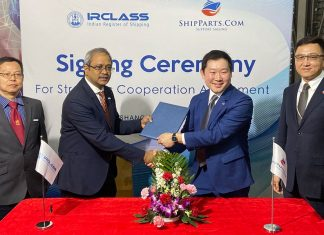 Representatives of IRClass and ShipParts signing the collaboration agreement at Marintec in China