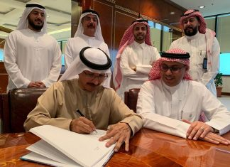 DP World chairman Sultan Ahmed Bin Sulayem signing the new 30 year concession to develop and operate Jeddah South Terminal