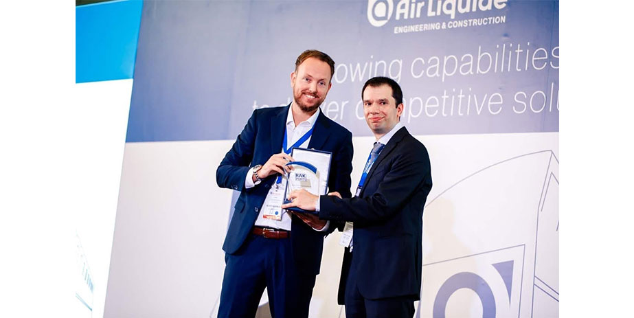 Scott Keddle presenting Jean Philippe Celli with a plaque to commemorate Air Liquide's five years in RAK Port