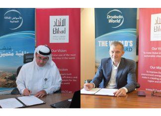 Captain Rado Antolovic of Drydocks World Dubai and Faisal Al Raisi, acting Chief Operating Officer at Etihad Energy Services, signing the agreement