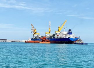 Safeen has begun transshipment services for Emirates Steel