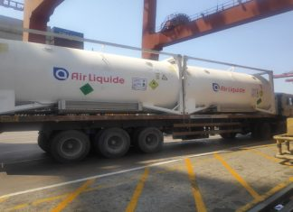The cryogenic containers with liquid oxygen arriving at JNPT from the UAE